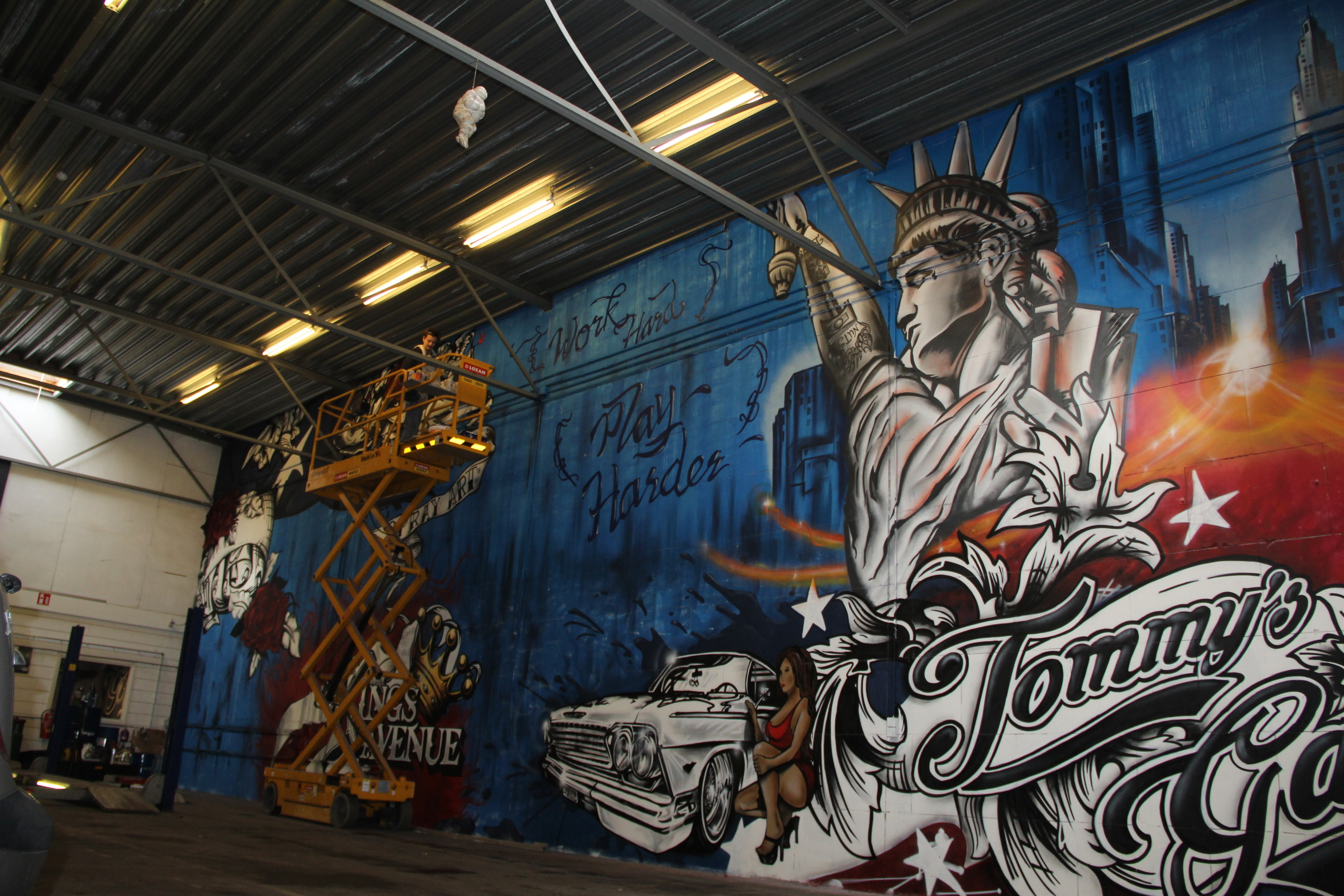 Tommy's Garage | 30 x 8 mt graffiti mural
